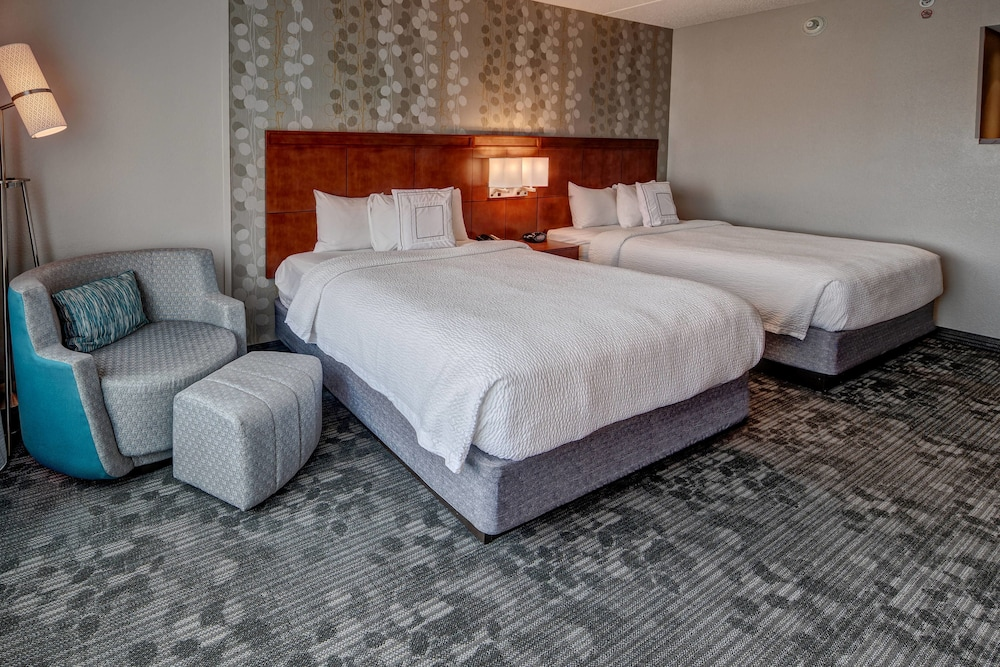 Room, Courtyard by Marriott Newport News Airport