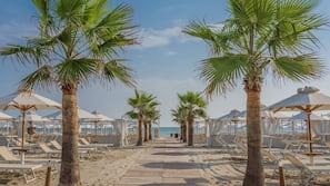 Una spiaggia nelle vicinanze, nautica/canottaggio