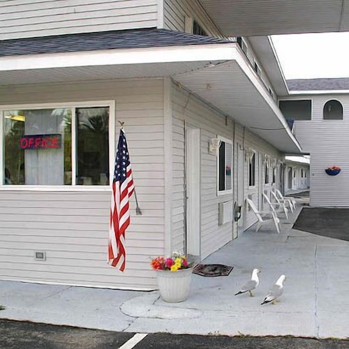Mackinaw Budget Inn