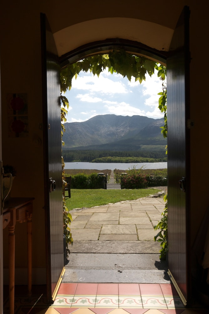 Property Entrance, Lough Inagh Lodge Hotel