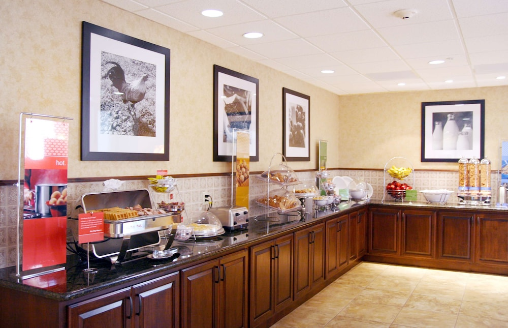 Breakfast Area, Hampton Inn & Suites Lodi