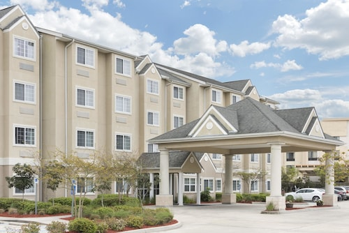 Great Place to stay Microtel Inn & Suites by Wyndham Baton Rouge Airport near Baton Rouge