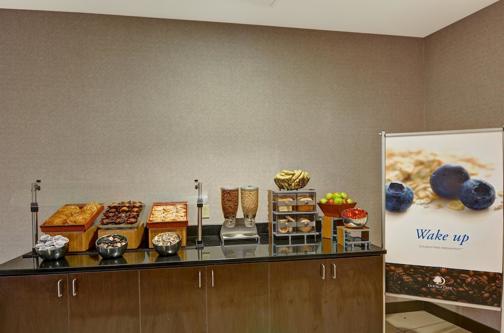 Breakfast Area, DoubleTree by Hilton Hotel Baton Rouge