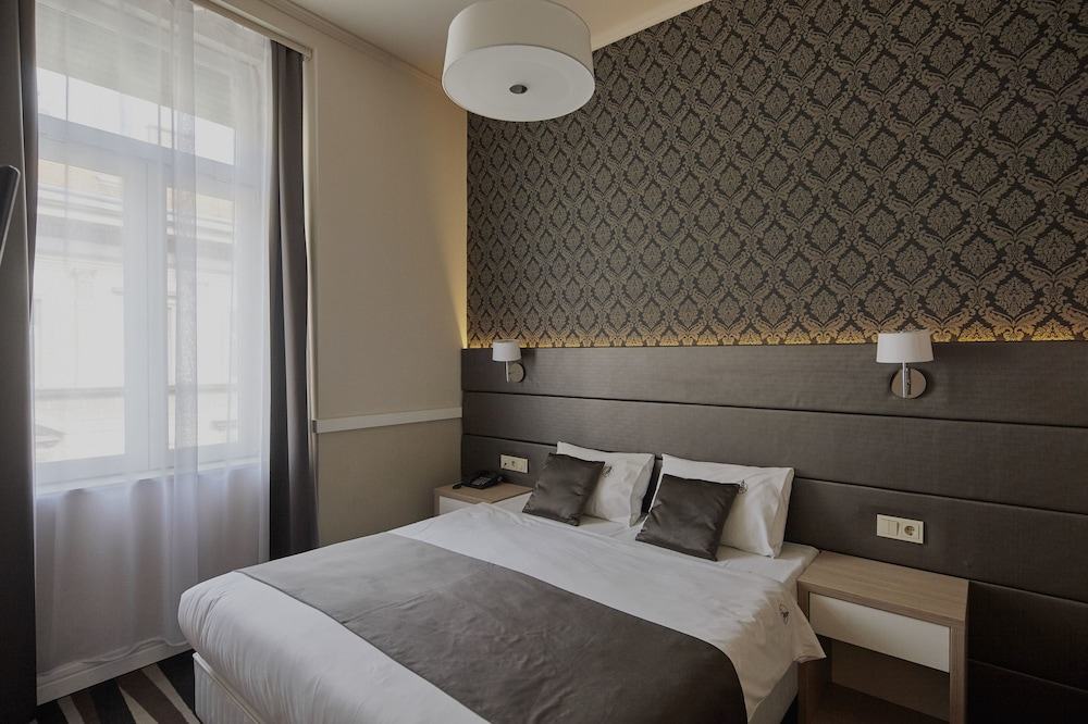 Hotel Central Basilica: 2019 Room Prices $95, Deals