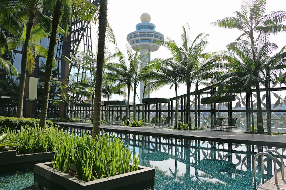 Outdoor Pool, Crowne Plaza Changi Airport