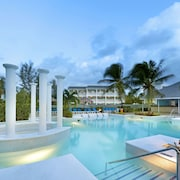 Grand Palladium Lady Hamilton Resort & Spa All Inclusive