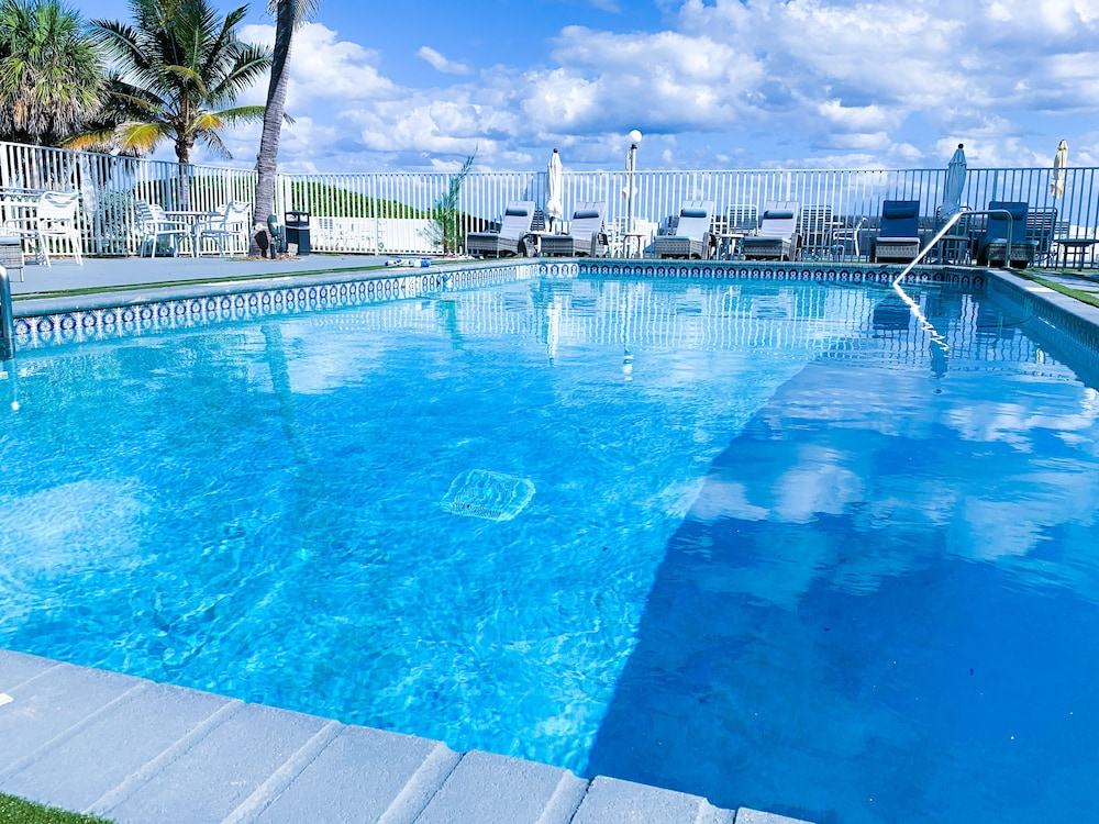 Outdoor Pool, Coral Tides Resort