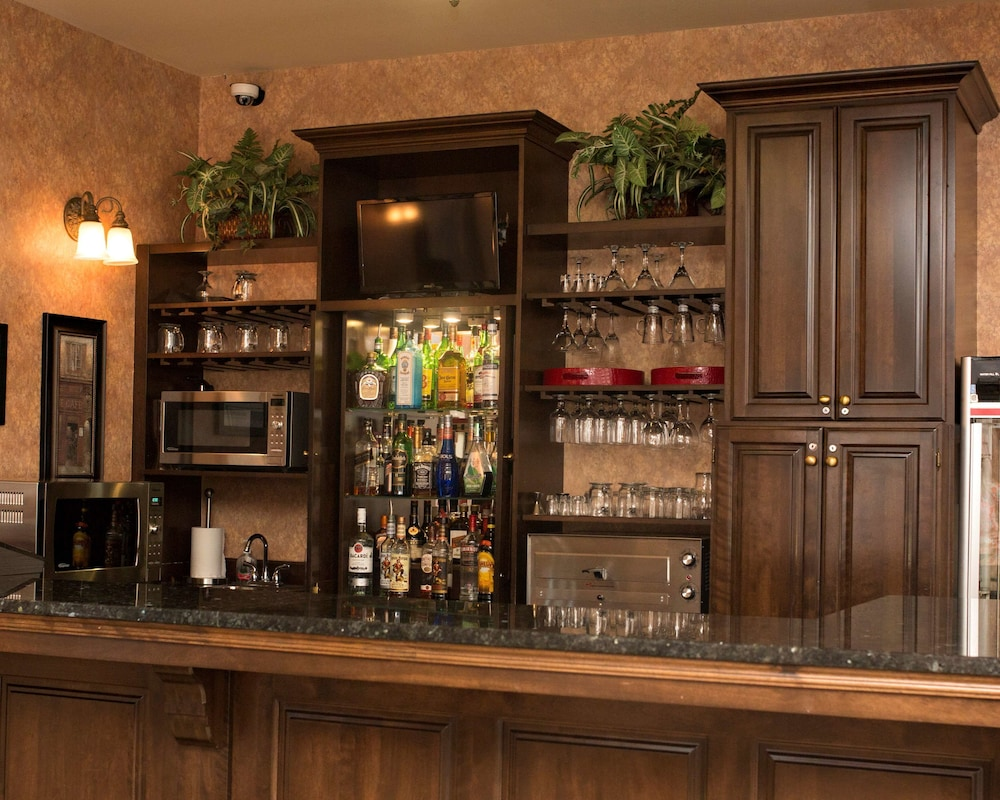 Bar, Best Western Plus Fredericton Hotel & Suites