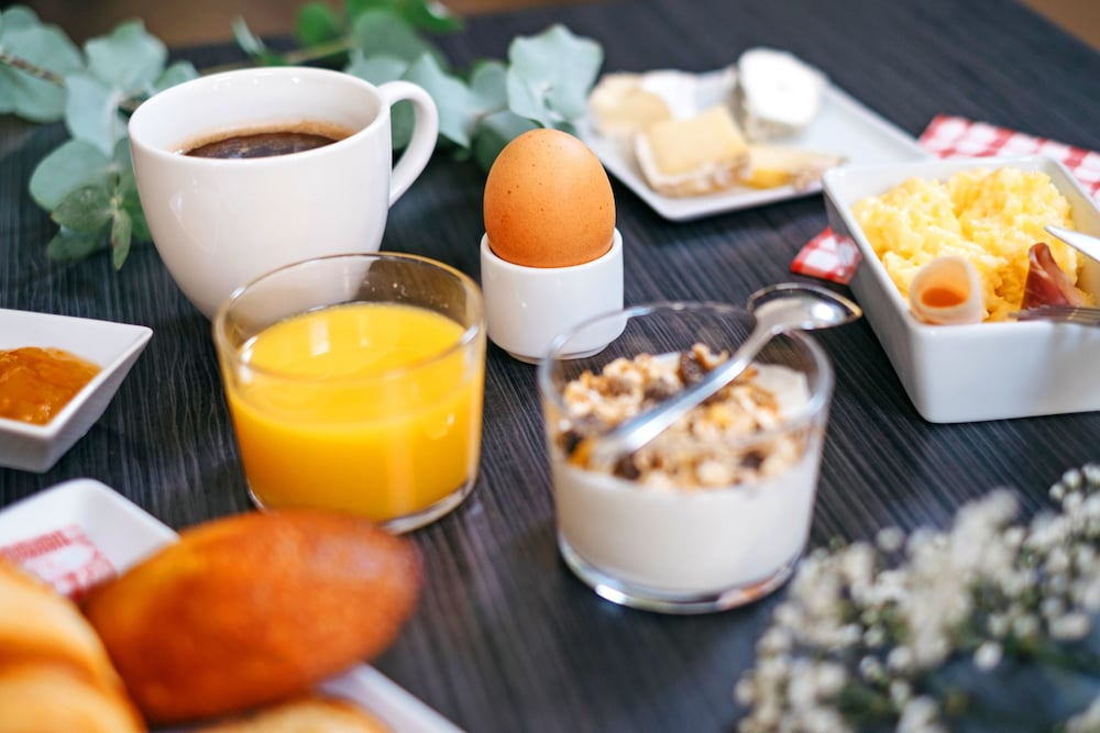 Breakfast buffet, Appart'City Confort Marne La Vallée Val d'Europe
