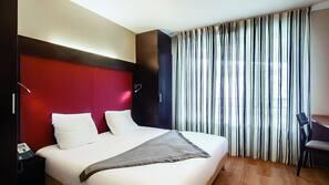 Een kluis op de kamer, een bureau, geluiddichte muren