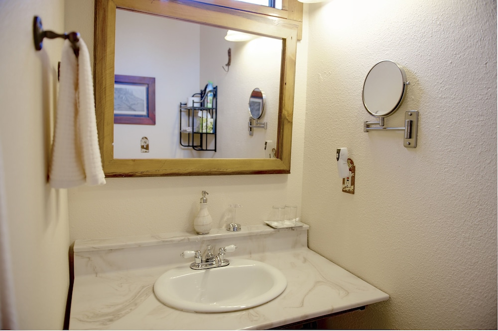 Bathroom Sink, Grand Canyon Bed and Breakfast