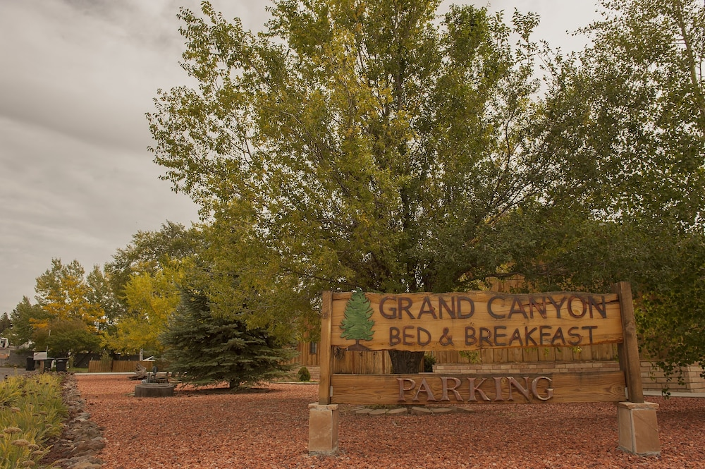 Property Grounds, Grand Canyon Bed and Breakfast