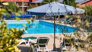 Piscine extérieure (ouverte en saison), piscine chauffée