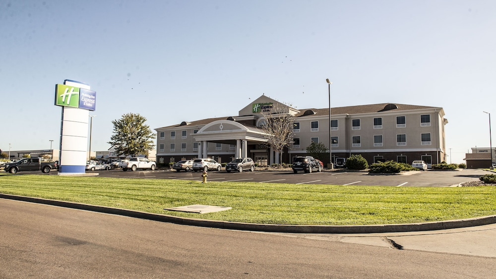 Exterior, Holiday Inn Express & Suites Sedalia