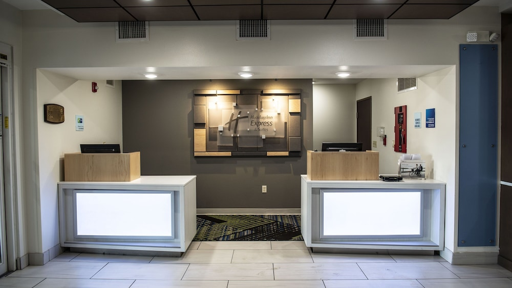 Lobby, Holiday Inn Express & Suites Sedalia