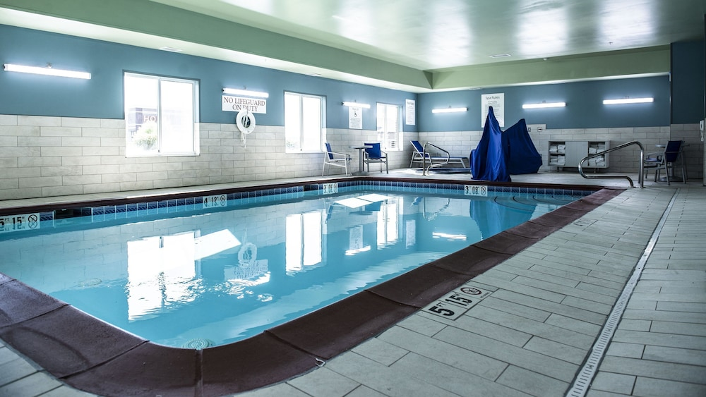 Pool, Holiday Inn Express & Suites Sedalia
