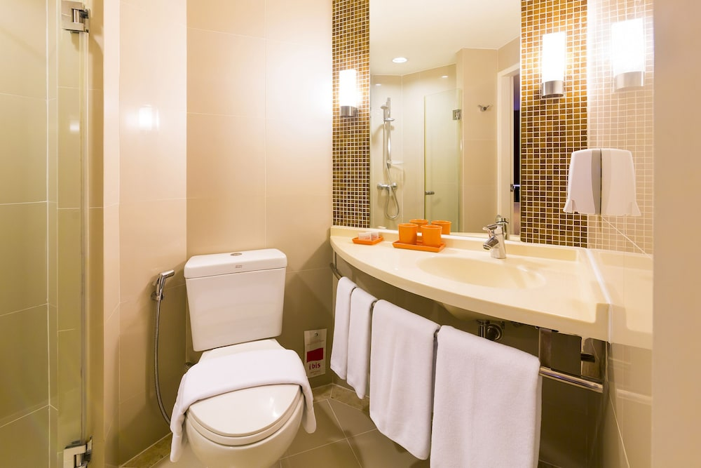 Bathroom, ibis Bangkok Sathorn