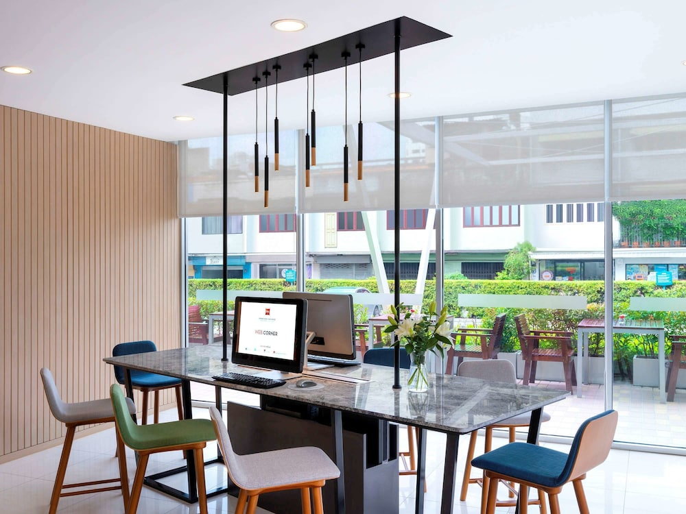 Business Center, ibis Bangkok Sathorn