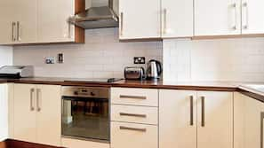 Fridge, microwave, hob, dishwasher