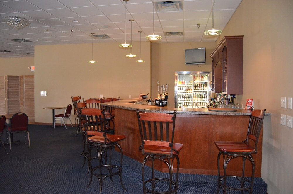 Bar, AmeriVu Inn & Suites