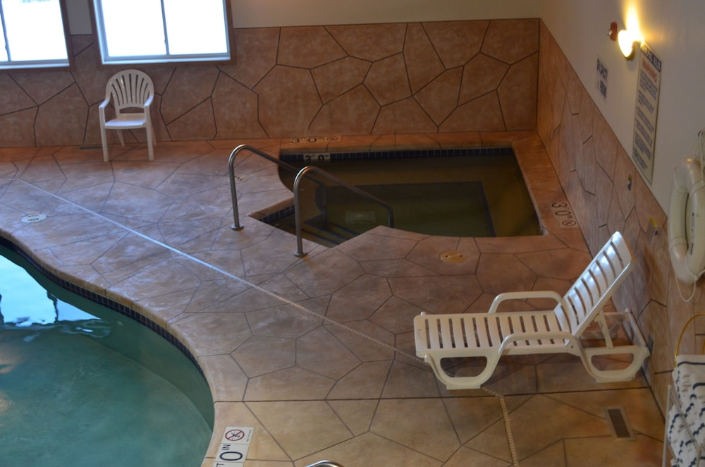 Indoor Spa Tub, AmeriVu Inn & Suites