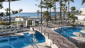室內泳池、2 個室外泳池;泳池傘、躺椅