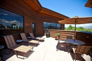 Rooftop Pool, Carson Valley Inn