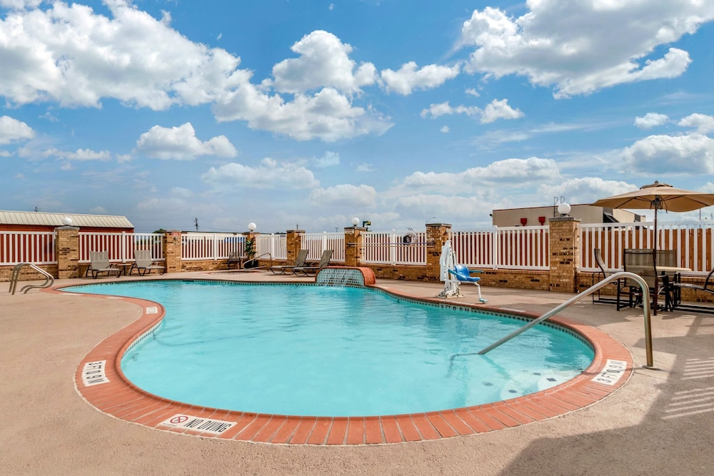 Pool, Comfort Suites Central