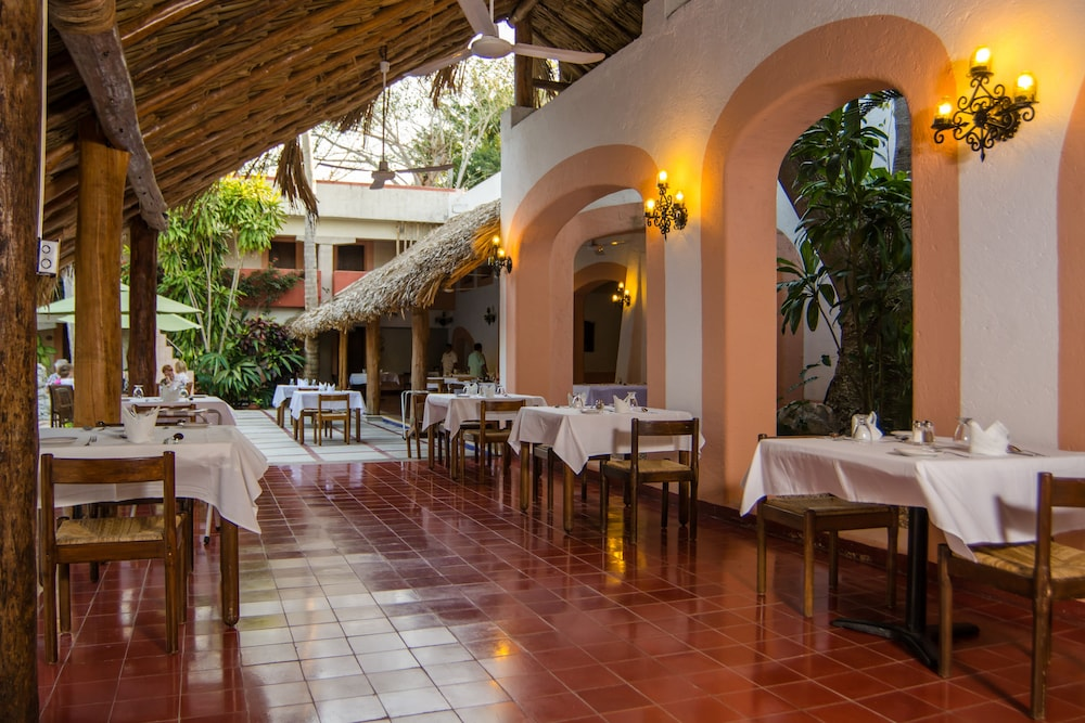 Outdoor Dining, Villas Arqueologicas Chichen Itza