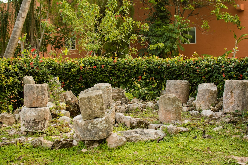 Property Grounds, Villas Arqueologicas Chichen Itza