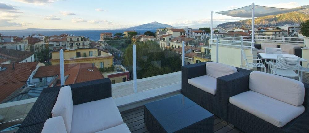 hotel plaza in sorrento hotel rates reviews on orbitz. Black Bedroom Furniture Sets. Home Design Ideas