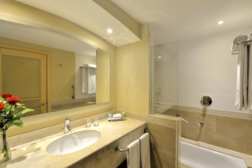 Bathroom, Iberostar Rose Hall Beach All Inclusive