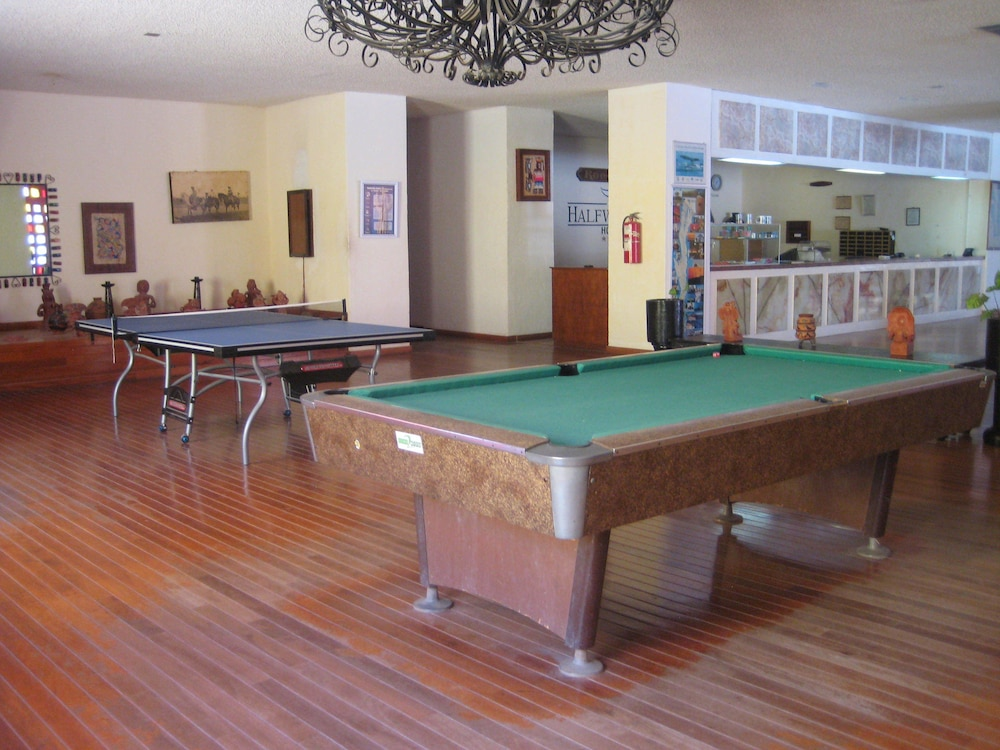 Billiards, The Halfwaiy Inn