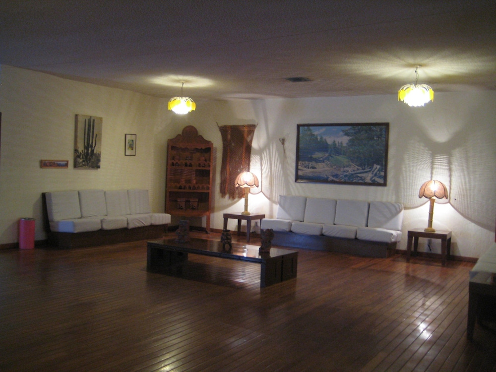 Lobby, The Halfwaiy Inn