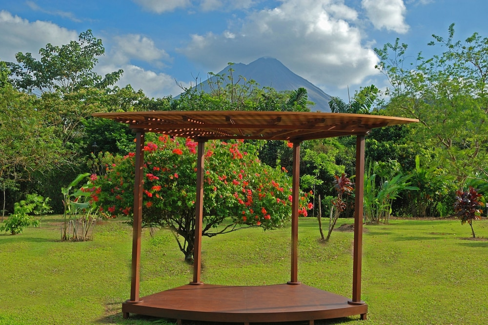 Outdoor Wedding Area, Volcano Lodge Hotel & Thermal Experience