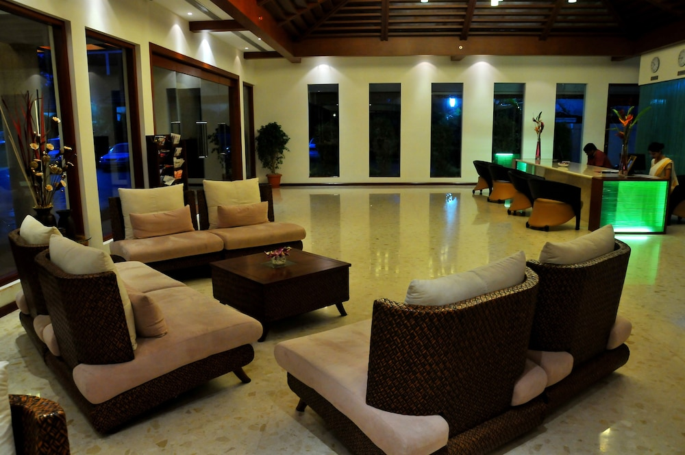 Lobby Sitting Area, Ramada Resort by Wyndham Kochi