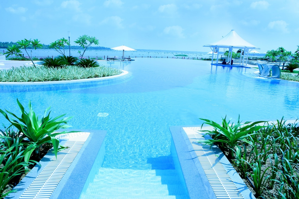 Outdoor Pool, Ramada Resort by Wyndham Kochi