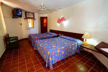 Standard Room, 2 Double Beds, Garden View - Guestroom