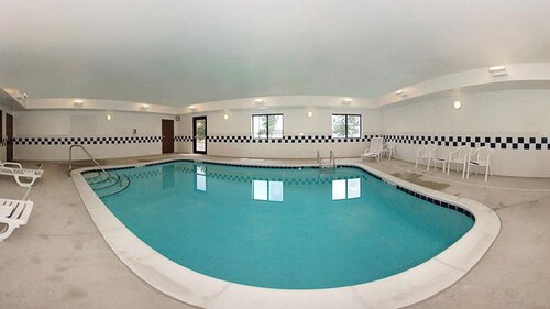 Indoor Pool, Comfort Inn & Suites Muncie