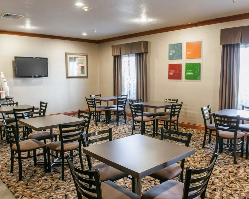 Breakfast Area, Comfort Inn & Suites Muncie