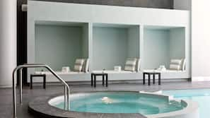 Bañera de hidromasaje cubierta