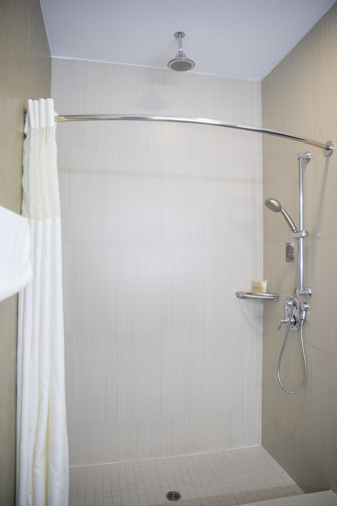 Bathroom Shower, BLVD Hotel & Spa-Walking Distance to Universal Studios Hollywood