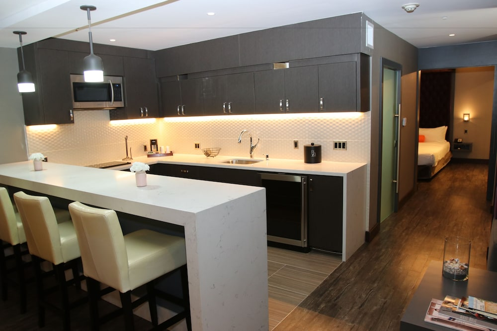 Private Kitchen, BLVD Hotel & Spa-Walking Distance to Universal Studios Hollywood