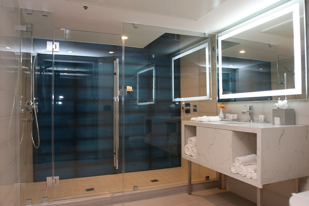 Bathroom, BLVD Hotel & Spa-Walking Distance to Universal Studios Hollywood