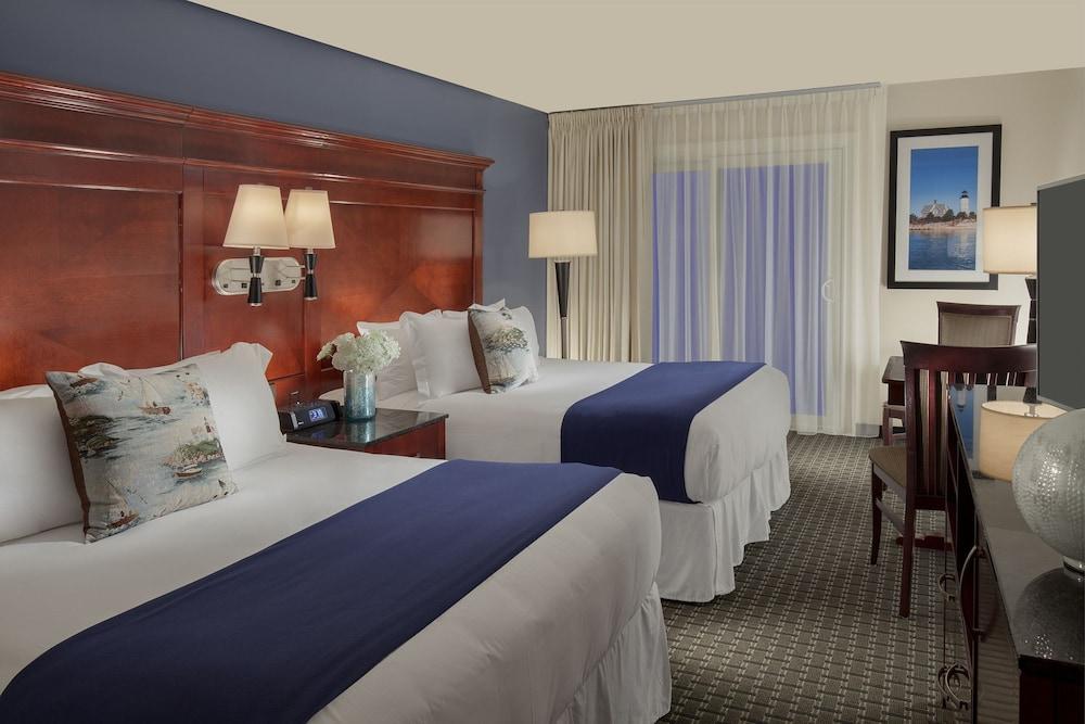 Ocean mist beach hotel suites reviews photos rates for Cape cod suites