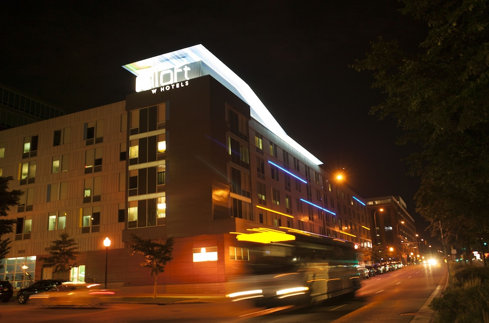 Front of Property - Evening/Night, Aloft Minneapolis