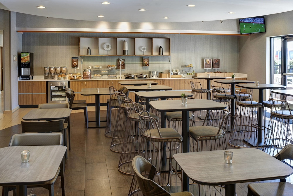 Restaurant, SpringHill Suites St. Louis Brentwood