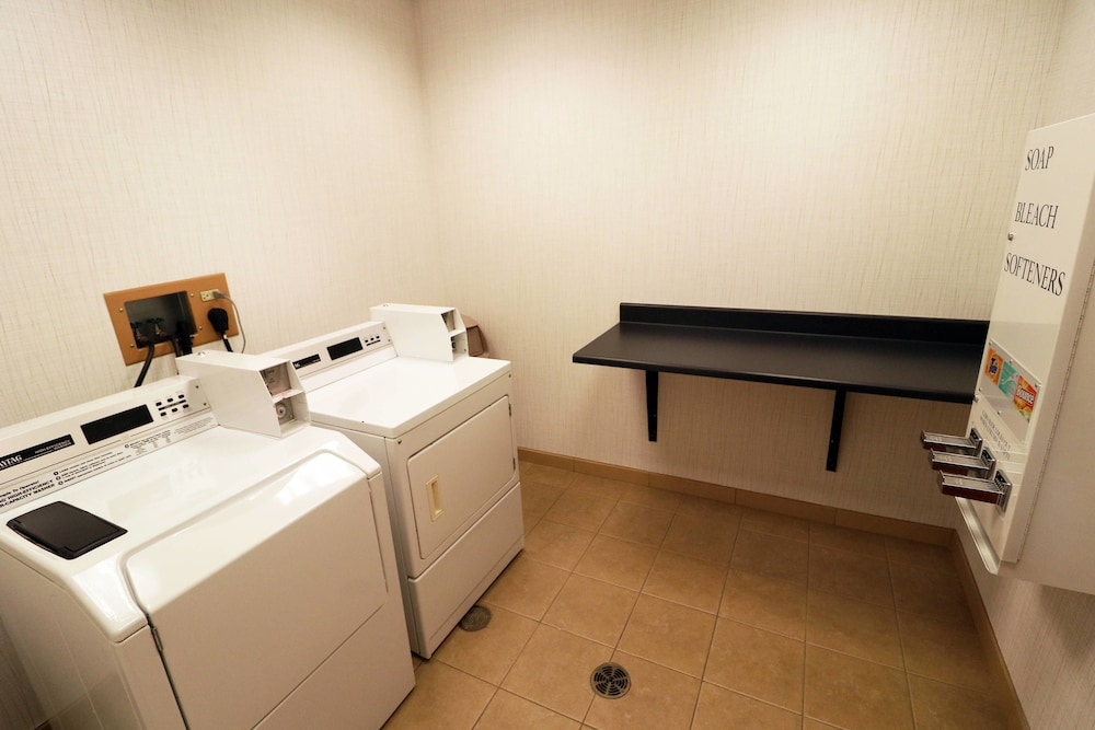 Laundry Room, Fairfield Inn & Suites by Marriott Des Moines Airport