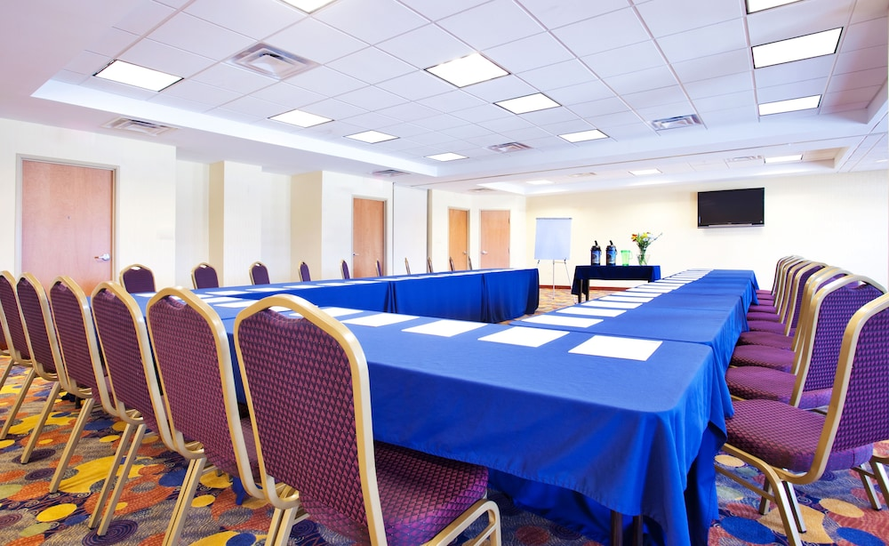 Meeting Facility, Holiday Inn Express & Suites Waukegan, an IHG Hotel