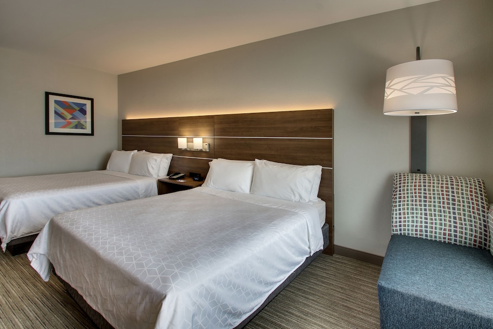 Room, Holiday Inn Express & Suites Waukegan, an IHG Hotel
